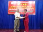 Tặng thẻ bảo hiểm y tế cho người cao tuổi phường 13, quận Bình Thạnh